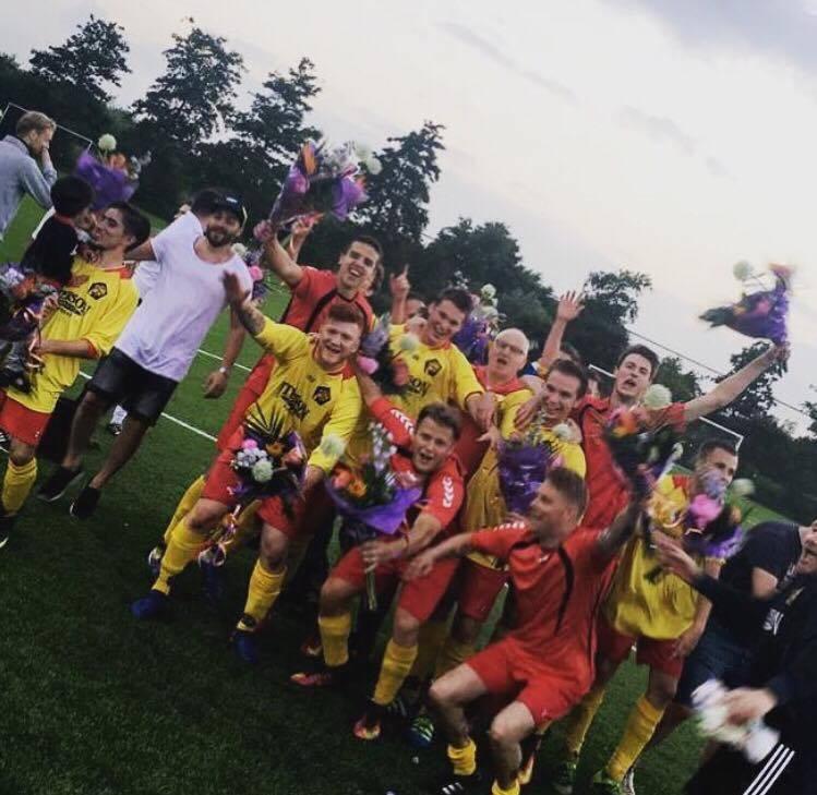 Nacompetitie: FC Purmerend overrompelt Ilpendam en promoveert naar derde klasse; Christophersen goudhaantje